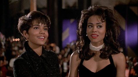 Halle Berry( Angela) and Robin Givens( Jacqueline in Boomerang